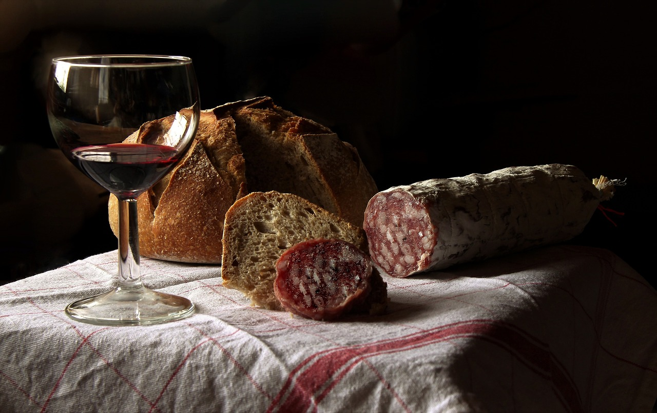 Wein Essen Brot Salami